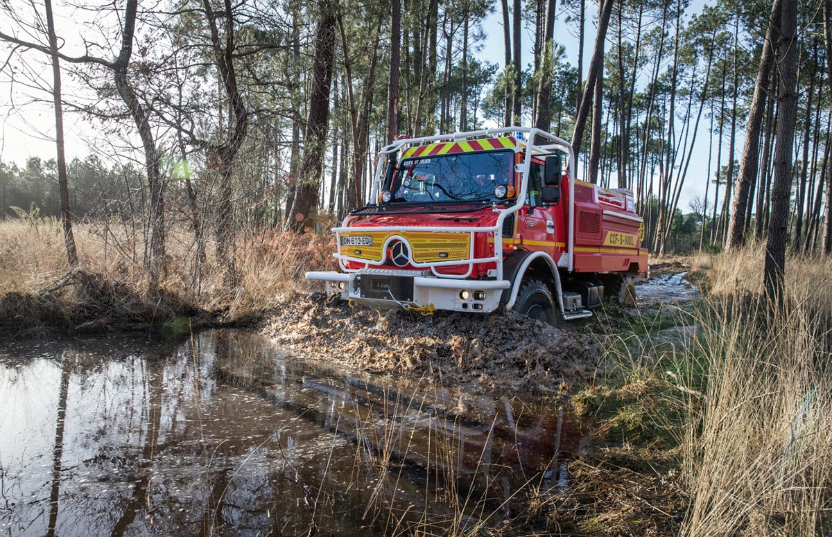Unimog Feuerwehr Einsatz im Gelände