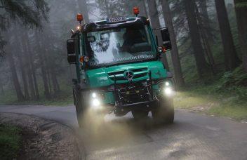 Unimog beleuchtet Frontkraftheber Forstwirtschaft