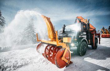 Unimog mit Schneefräse Winterdienst