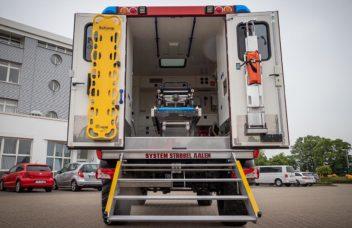 Rückansicht Unimog mit Kofferaufbau Feuerwehr