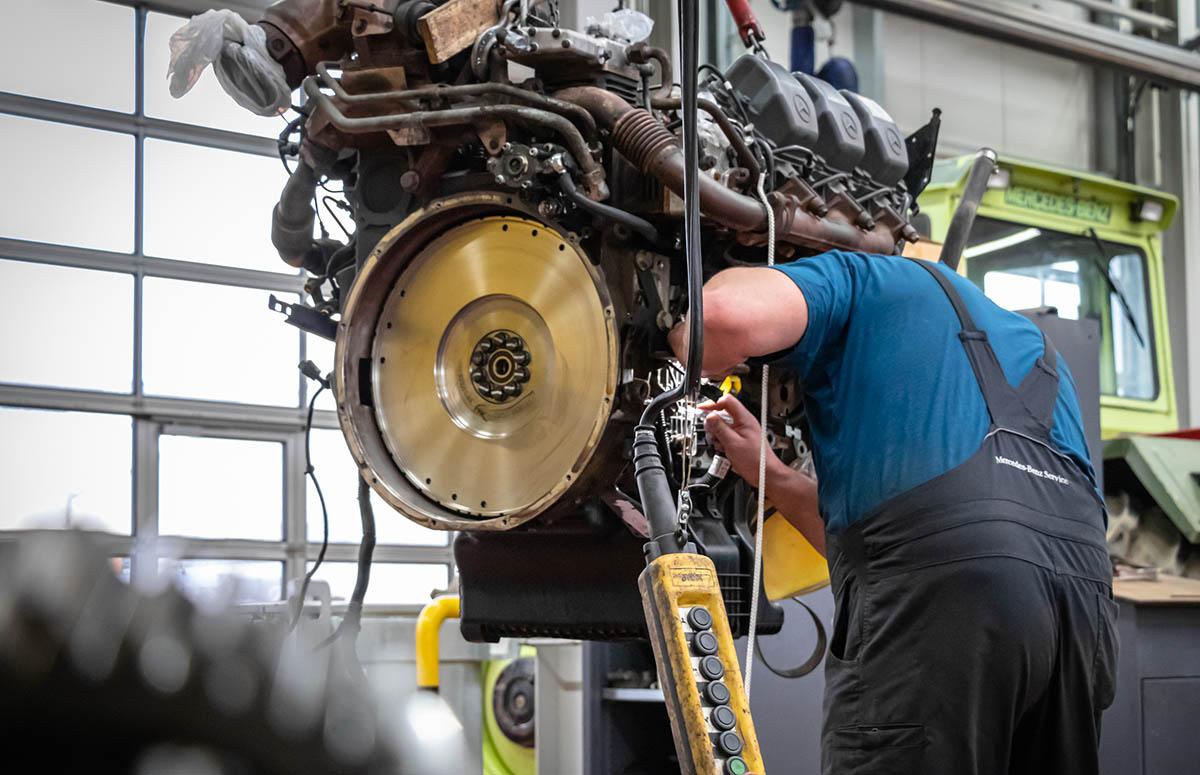 Motorüberholung, Mercedes-Benz Truck, Henne Wurmannsquick