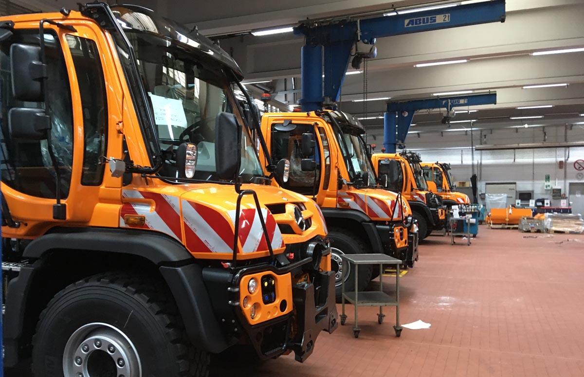 Vier Unimog U 530 bereit zur Aufrüstung