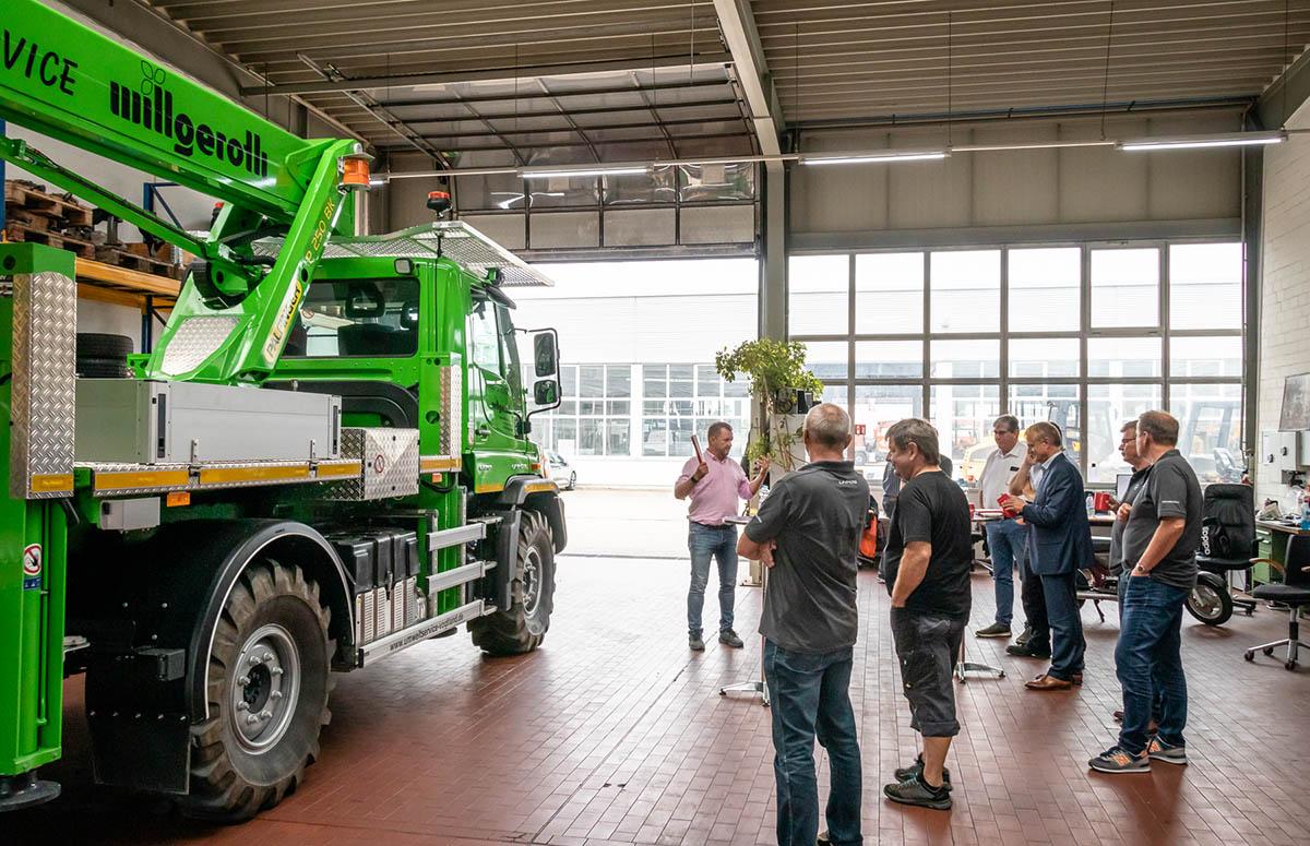 Unimog U 219 mit Palfinger Ladekran wird vorgestellt