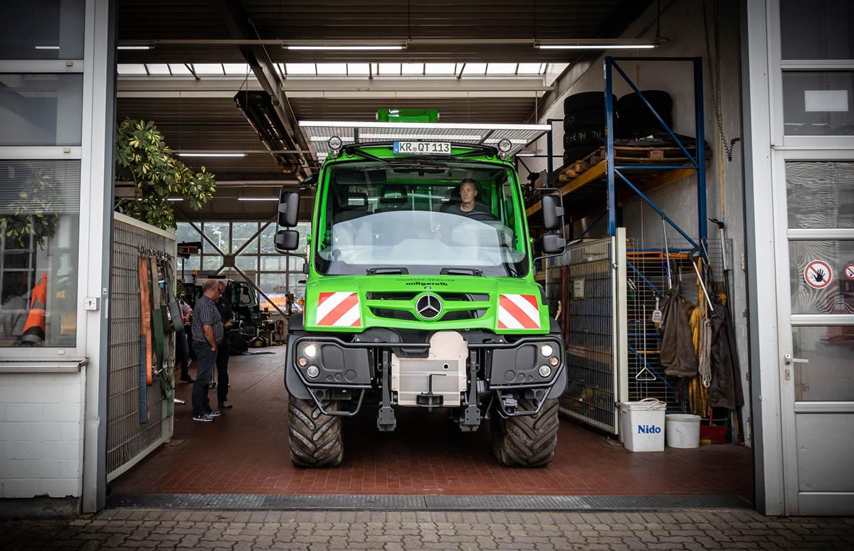 Werkstatt bei Henne, Unimog U 219 mit Palfinger Ladekran in Wiedemar